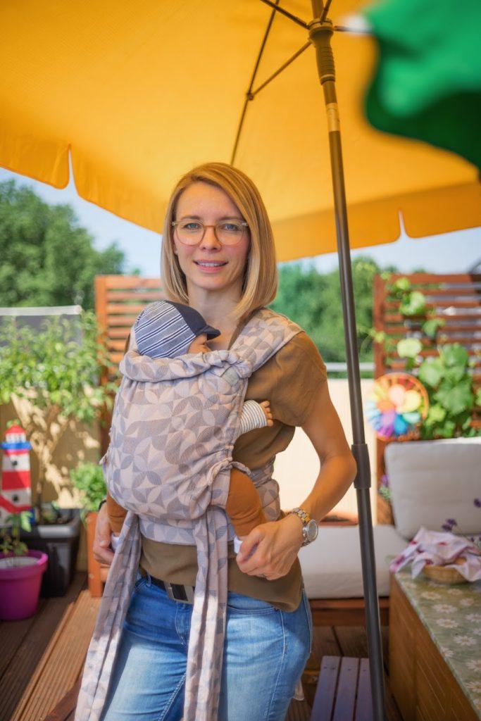 Anita mit Babytrage